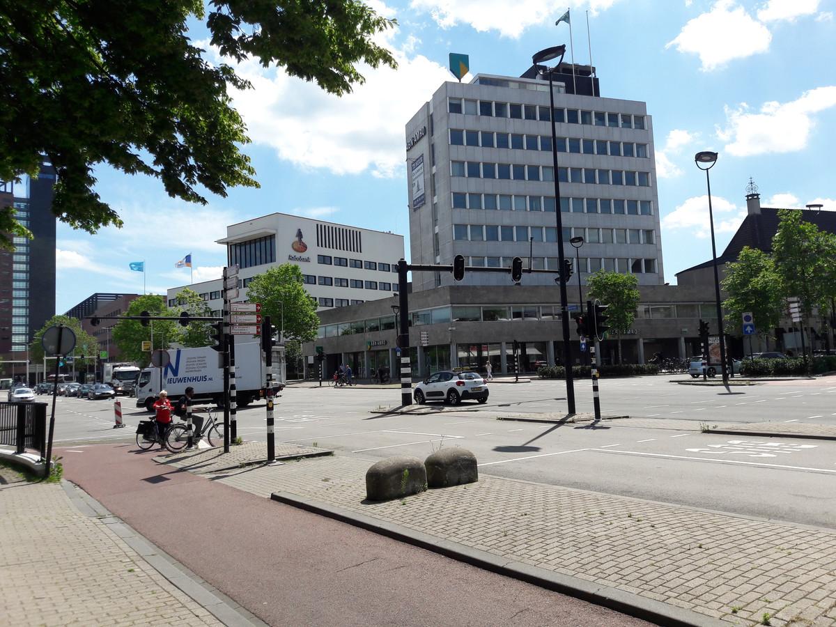 Het pand van ABN AMRO en links daarvan dat van de Rabobank.