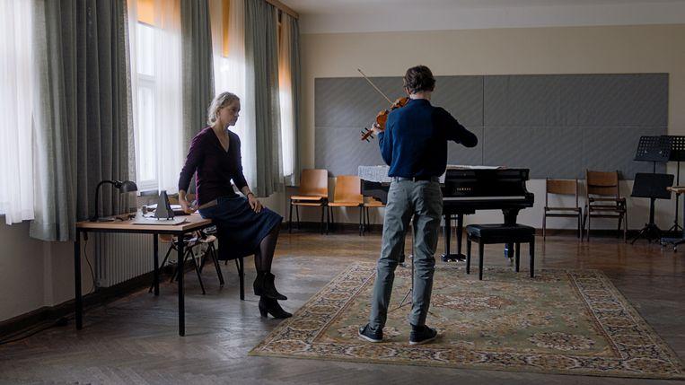 Anna (Nina Hoss, links) en Alexander (Ilja Monti) in Das Vorspiel. Beeld