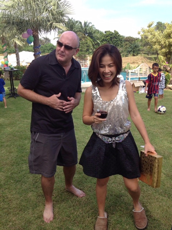 Johan van Laarhoven en zijn Thaise vrouw Tukta, in gelukkigere tijden