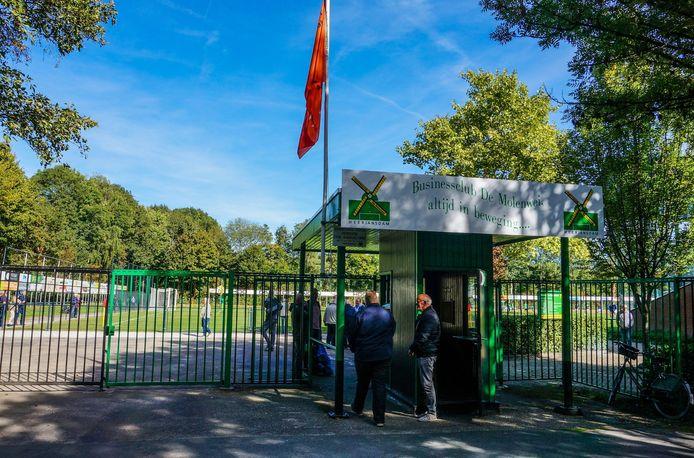 De entree van sportpark De Molenwei van voetbalvereniging Heerjansdam.