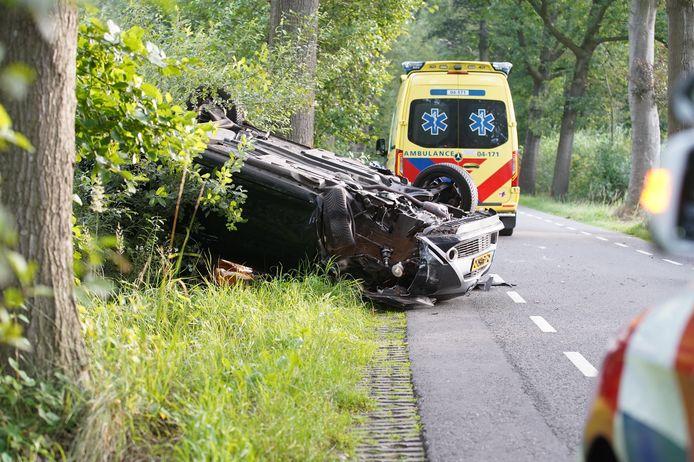 Het voertuig van de vrouw raakte zwaar beschadigd na het ongeluk.