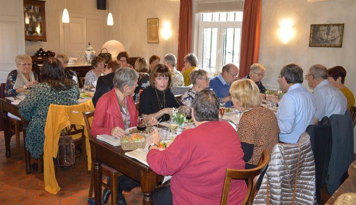 De vrijwilligers van De Weeg werden getrakteerd op een etentje.