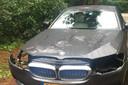 Een BMW in Bilthoven waar de koplampen van zijn ontvreemd.