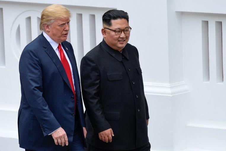 Beide leiders maakten ook een wandeling door de tuin. Beeld REUTERS