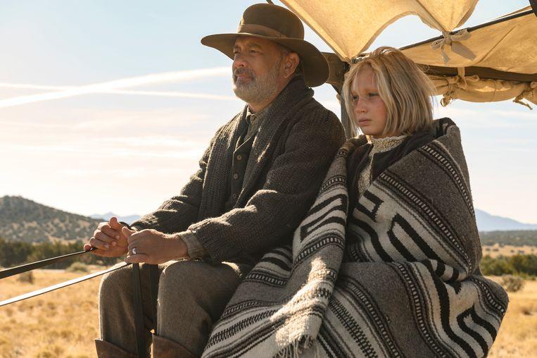 Captain Jefferson Kyle Kidd (Tom Hanks) en Johanna Leonberger (Helena Zengel) in 'News of the World'. Beeld Netflix