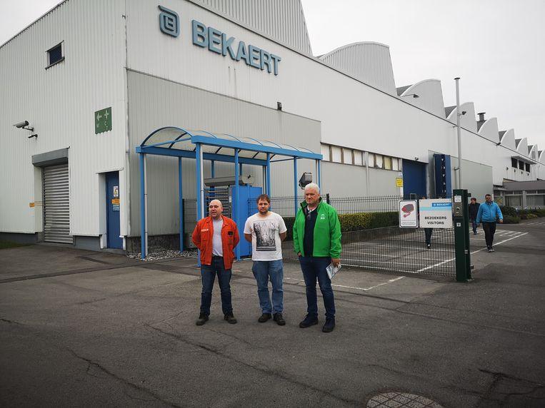 Vakbondslieden Franky Dewulf, Dieter Hoorne en Geert Decock aan Bekaert Engineering.