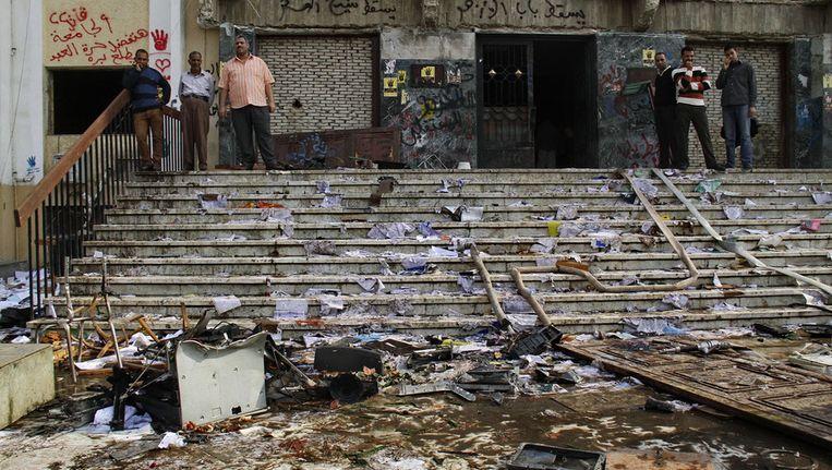 Op 30 oktober 2013 werd de Al-Azhar universiteit in Caïro bestormd door aanhangers van Mursi. Beeld AP