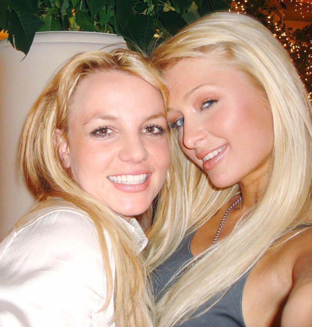 De selfie van Paris en Britney Beeld Twitter