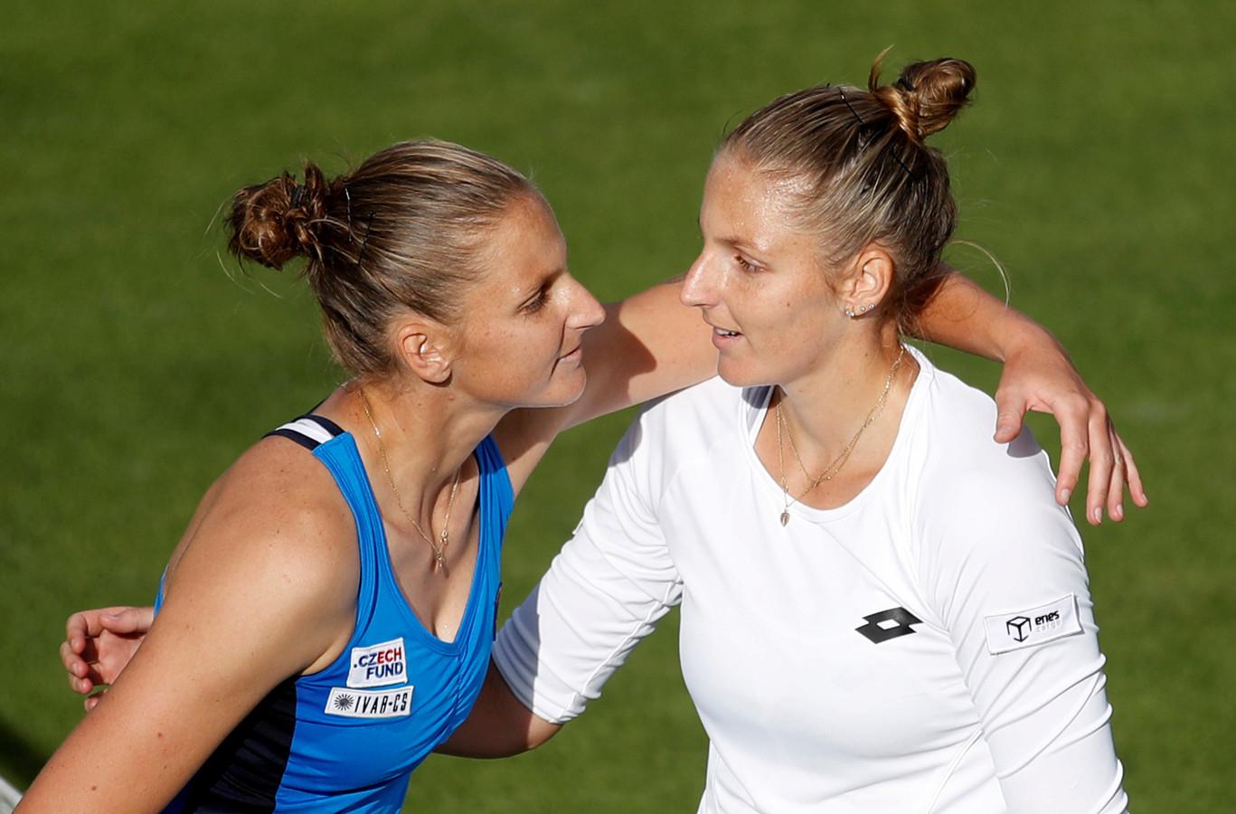 Kristyna (rechts) en Karolina Pliskova.