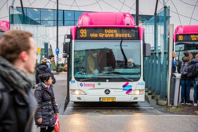 Buslijn 99 (Nijmegen-Grave-Uden) is een van de lijnen waar extra toezichthouders worden ingezet om overlastgevende jonge asielzoekers in de gaten te houden.