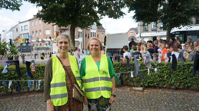 Karolien Vercruyssen en Sophie Roose van de werkgroep Verkeersveilig Vrasene vragen dat het hele centrum een zone 30 zou worden.