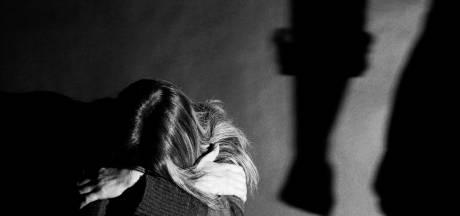 Man haalt vrouw naar België, behandelt haar als slavin, slaat haar en controleert haar met opnameapparatuur