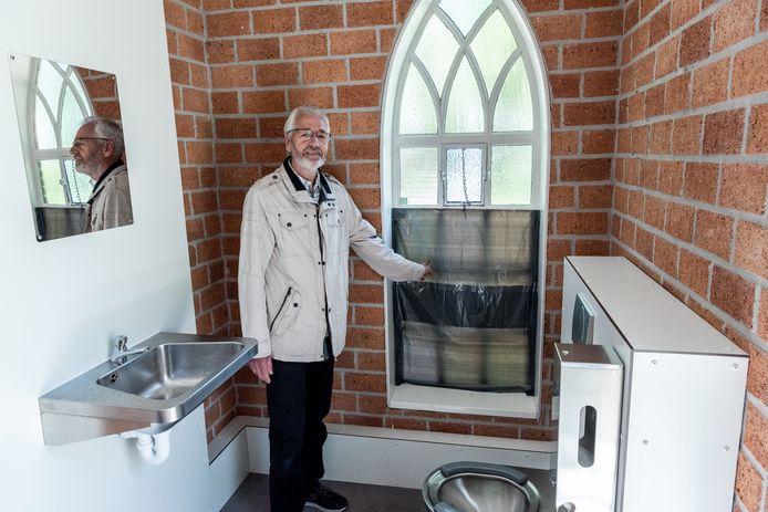 Het toilet op de begraafplaats Memento Mori in Bunschoten.