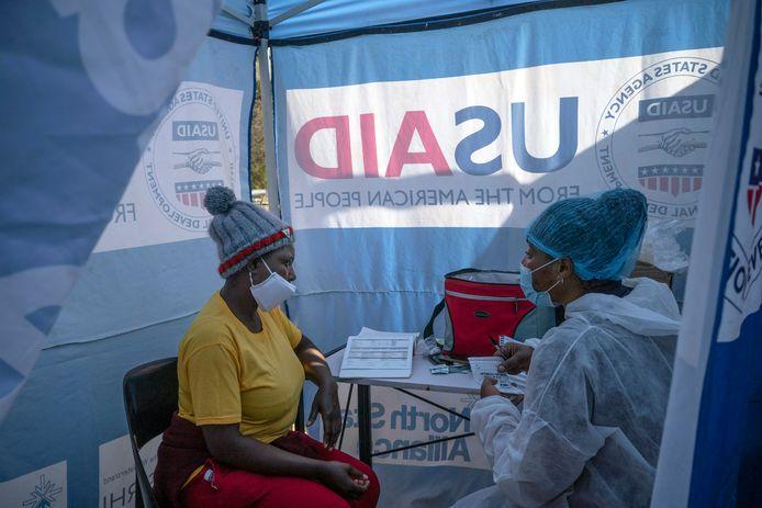 """""""We moeten nu een nieuwe dynamiek ontwikkelen in de strijd tegen aids"""", klonk het naar aanleiding van een rapport van UNAIDS, het programma van de Verenigde Naties dat de wereldwijde reactie op de hiv/aidsepidemie moet coördineren."""