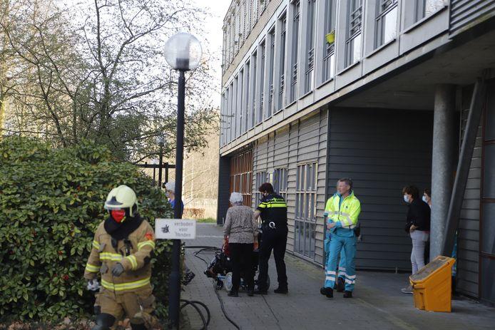 Bewoners worden geëvacueerd uit het zorgcentrum in Sint Anthonis.