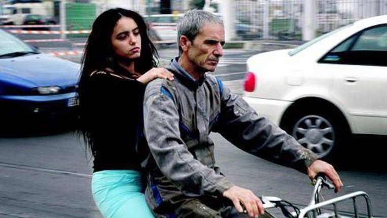 Habib Boufarez (r) en Hafsia Herzi in ¿La Graine et le Mulet¿. (Trouw) Beeld