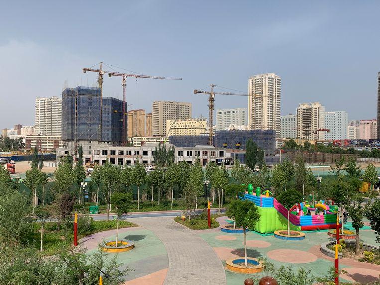 Het Happiness Park in Aksu, Xinjiang, dat boven op een Oeigoerse begraafplaats is gebouwd. Beeld Eefje Rammeloo