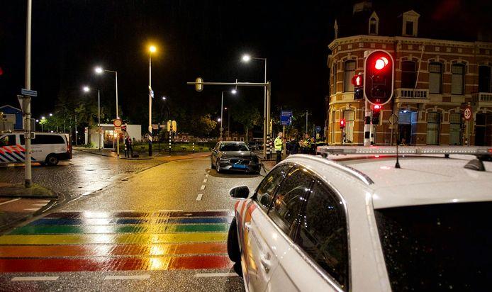 De politieauto en taxi botste aan de Wassenaarstraat in Bergen op Zoom.