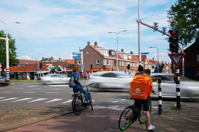 De kruising van de Ringbaan-Zuid met de Broekhovenseweg in Tilburg.