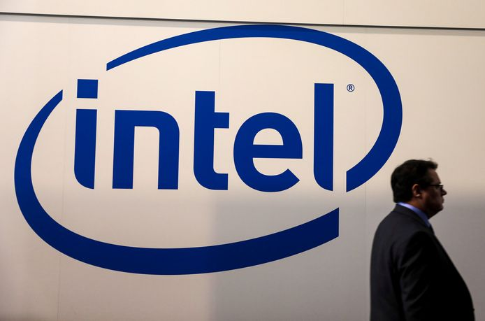 FILE PHOTO: A visitor passes an Intel logo at the Mobile World Congress in Barcelona, Spain, February 26, 2018. REUTERS/Sergio Perez/File Photo