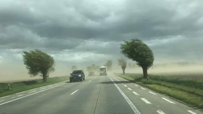 Felle wind zorgt voor stof- en zandstormen in het westen van België
