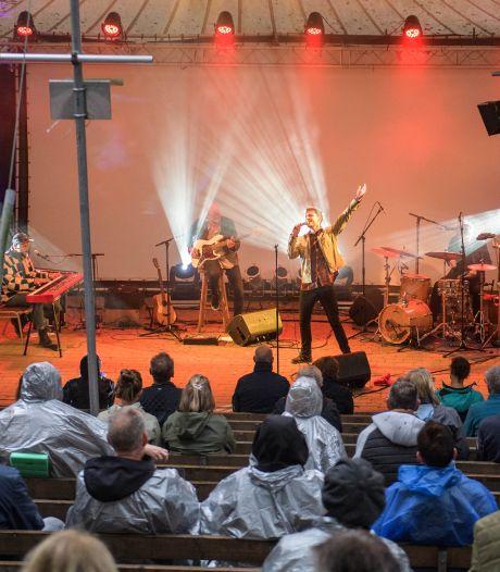 Voor het eerst weer muzikaal avondje uit bij ZINiN Nijverdal: 'Meezingen mag niet dus playbacken maar'