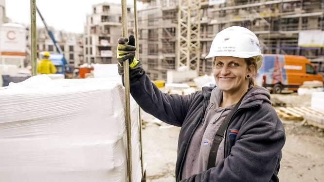 """Torenkraanmachiniste Evi in 'Lady Bouwers': """"Mij steken ze in 'den bak' als er iets gebeurt"""""""