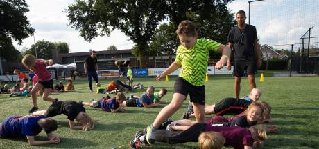 Bootcamp, kickboksen en fotowedstrijd om jongeren 'achter scherm vandaan te trekken'