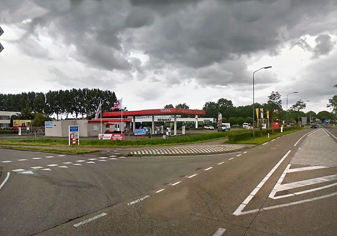 Tankstation aan de Langeweg van Jeroen Hopmans in Zevenbergen wil verhuizen vanwege het verleggen van de randweg. De gemeenteraad beslist binnenkort over het idee.