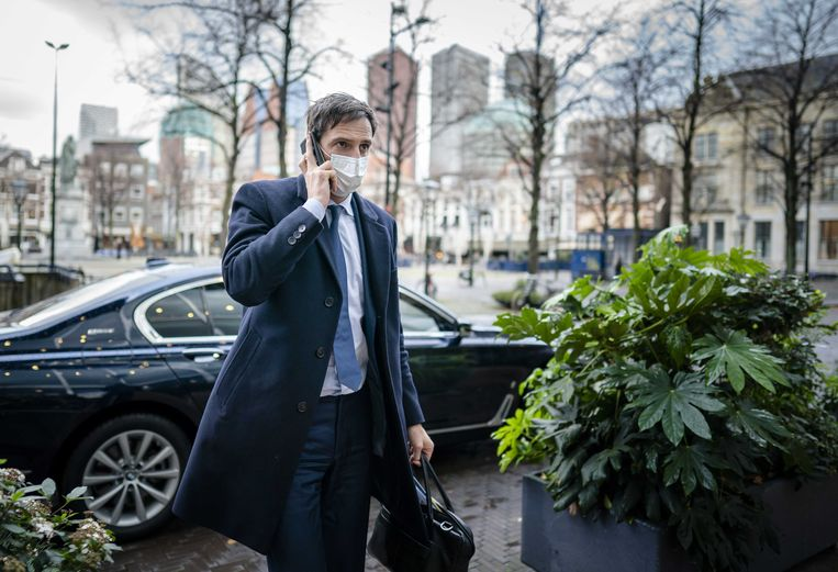 Minister Hoekstra dinsdag voorafgaand aan het Tweede Kamerdebat over het nieuwe coronasteunpakket. Beeld ANP
