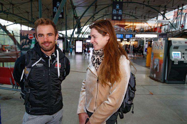 Victor Campenaerts neemt in Lille afscheid van vriendin en zwemster Fanny Lecluyse: op naar Mexico! Beeld BELGA