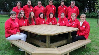 Sint-Jozefsschool blij met nieuwe tuinbanken