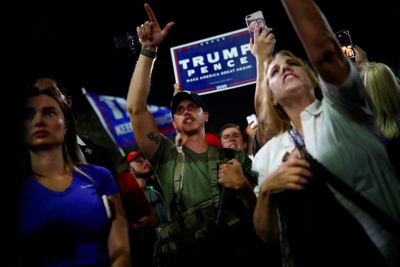 Pro-Trump-demonstranten in Phoenix, Arizona. Beeld REUTERS