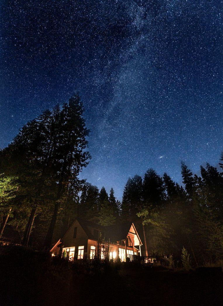 Een indrukwekkende sterrenhemel boven de lodge.  Beeld Jonathan Vandevoorde