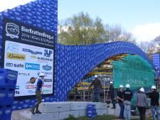 TU/e studenten vestigen nieuw record met bierkrattenbrug (video/foto's)