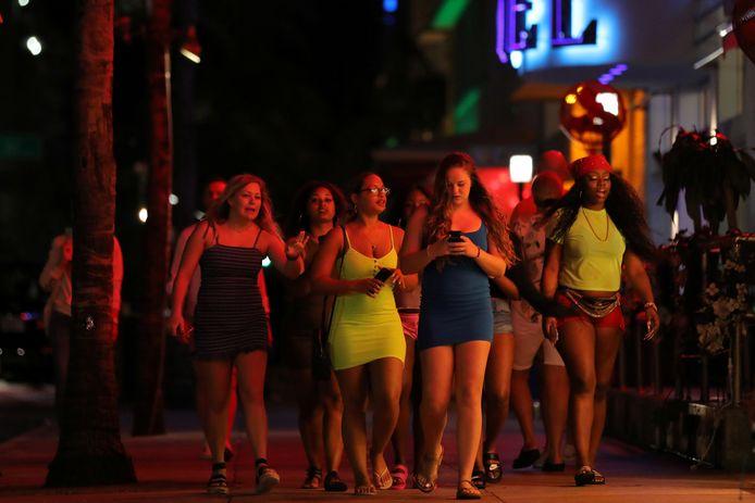En 's avonds zetten de studenten traditioneel nog een stapje in de wereld tijdens spring break in Miami Beach.