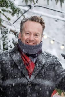 Joris Linssen gaat op zoek naar kerstwensen in bibliotheek Stadspolders