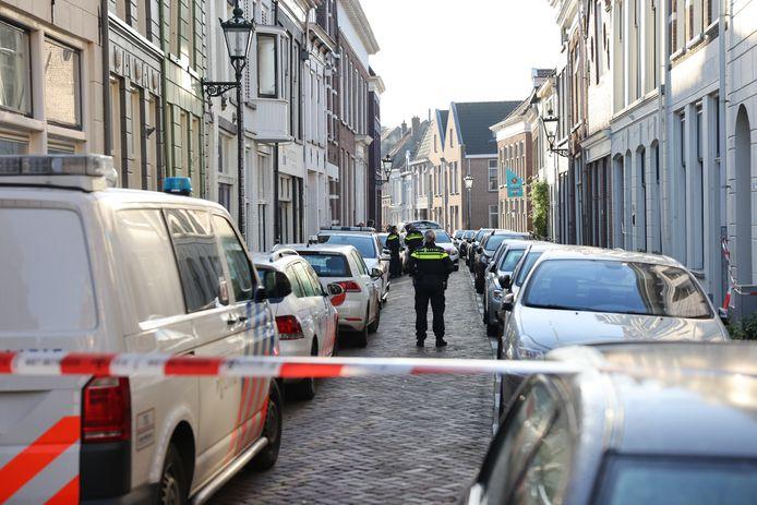 De Boven Nieuwsstraat in Kampen is het toneel van een groot onderzoek.
