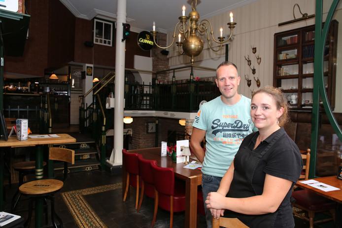 Eigenaresse Sabrine Wezendonk en chefkok Ferjo Overweg in gastropub Uffie's.