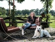 Hét gezicht van Omroep Gelderland stapt na 23 jaar uit onvrede op; Angelique begint een YouTube-kanaal