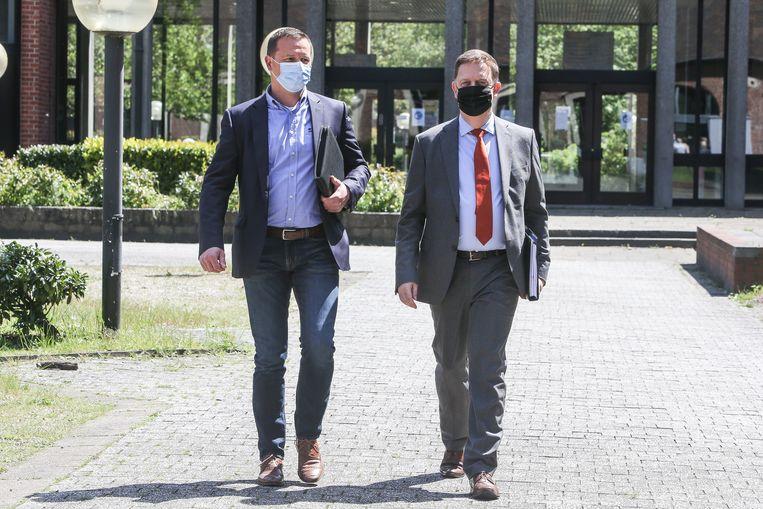 Vlnr. Case officer David Roelant en onderzoeksrechter Koen Wittouck. Beeld Photo News