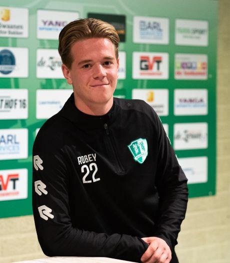 Na jaren bij PSV en Willem II, is Tim van Riel nu terug bij Hilvaria: 'Ik had heimwee'