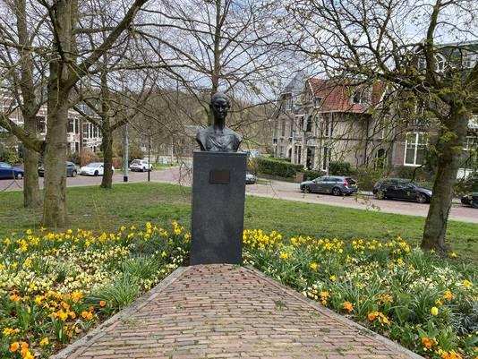 Borstbeeld van Audrey Hepburn op het Burgemeestersplein.