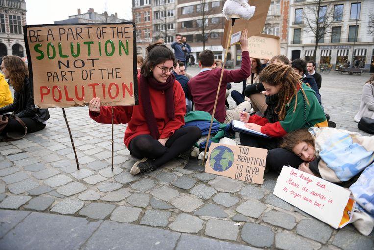 De studenten organiseerden eerder ook al een zitstaking op het Ladeuzeplein in Leuven voor een beter klimaatbeleid.