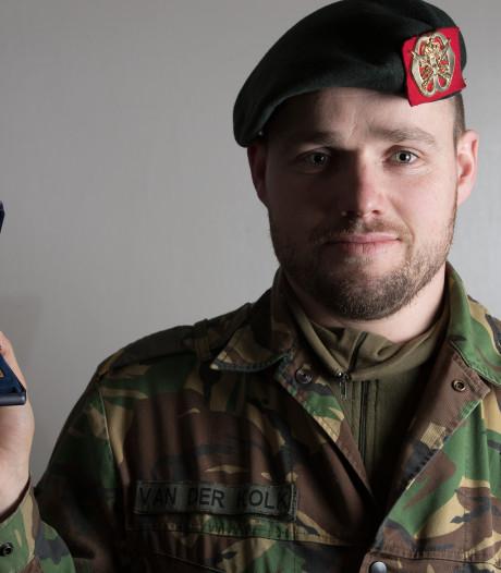 Duitsers decoreren Sallandse sergeant Gijs