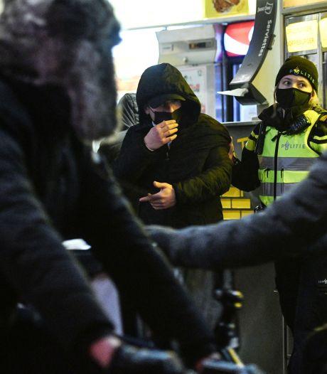 Man gearresteerd vanwege vernielingen tijdens avondklokrellen in Enschede
