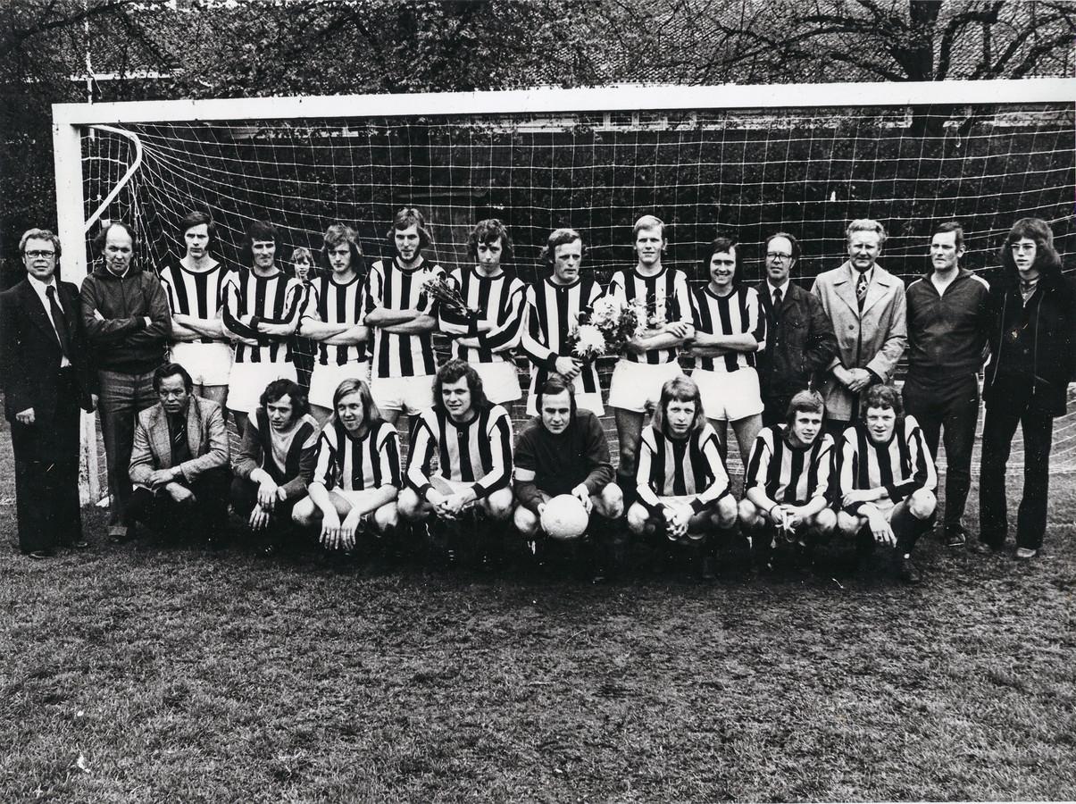 Het kampioensteam 1976 van Neo Borne.