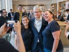 Apple-baas Tim Cook in Nederland: 'Blij om terug te zijn!'