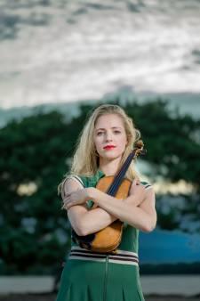 Ze is briljant én dol op hangoorkonijn Darwin: dit is het succesverhaal van topvioliste Merel (32)