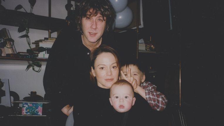 Arno met zijn toenmalige vrouw, Marie-Laure Béraud, en hun twee kinderen, Mathias en Felix.